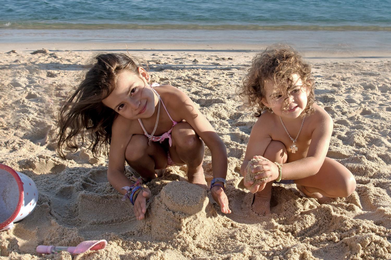niñas playa.jpg
