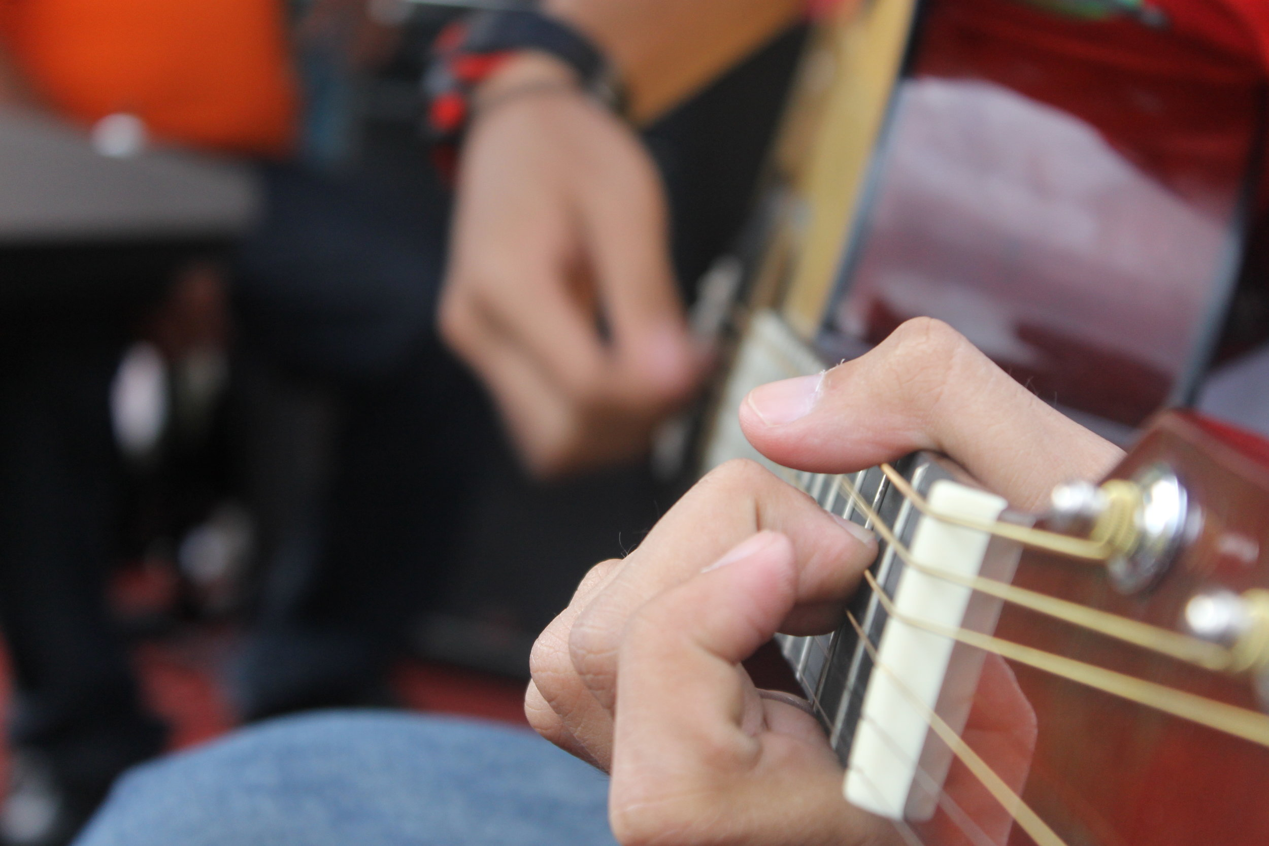 G    roup guitar lessons    Inspiring guitar tuition for adults, at Charlton House.