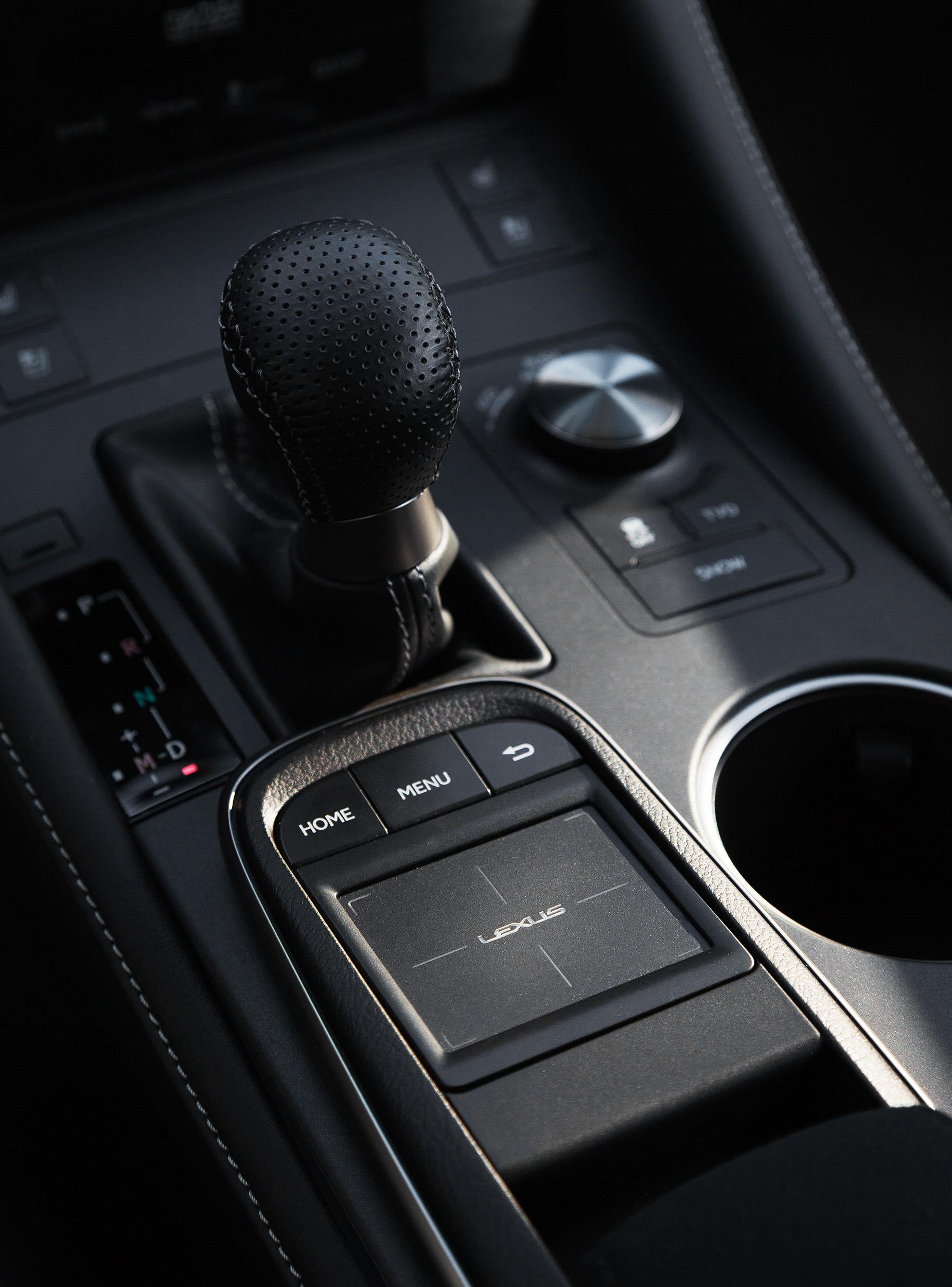 14_Lexus_GearStick_005.jpg
