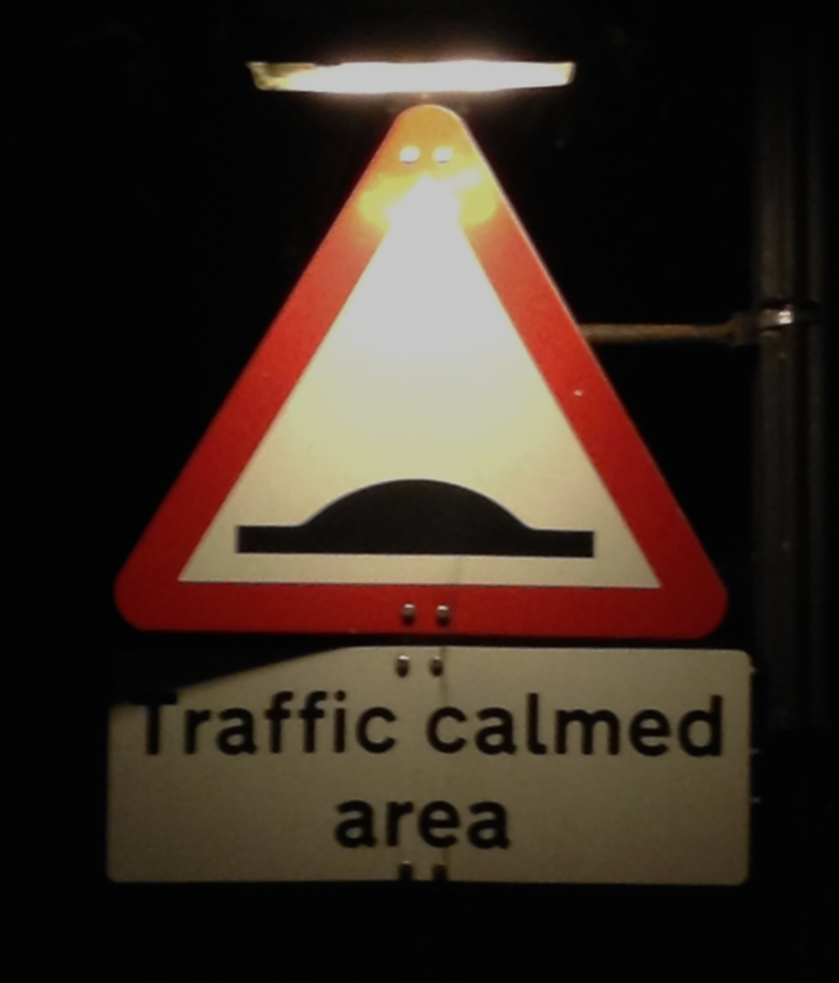 A mound in a triangle means calm traffic?