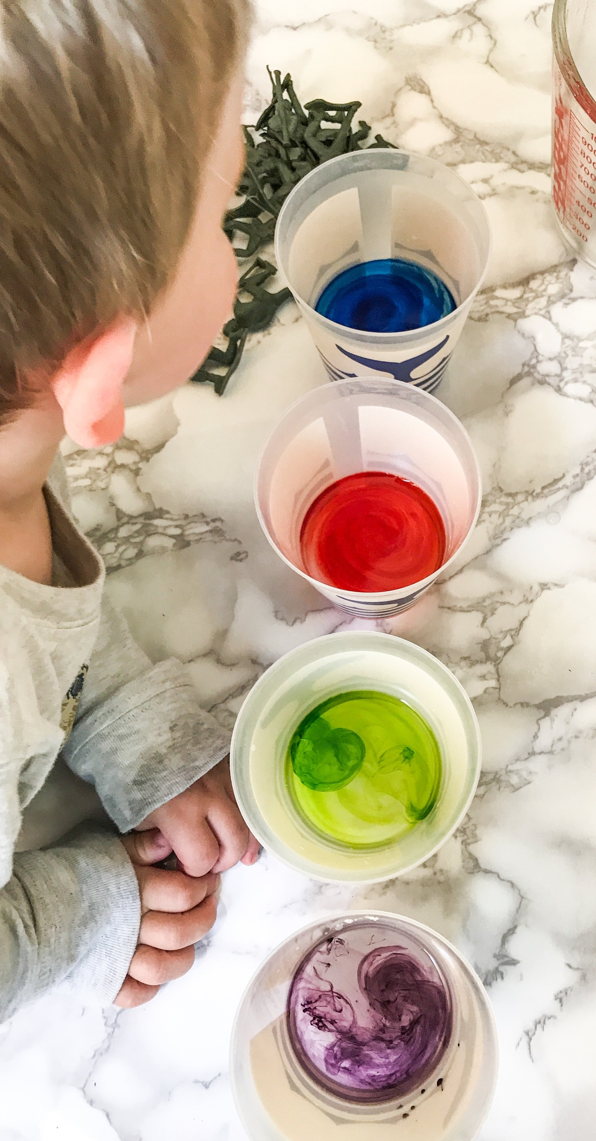 Fizzy Army Men Rainbow Ice Cubes - Food Science With Kids