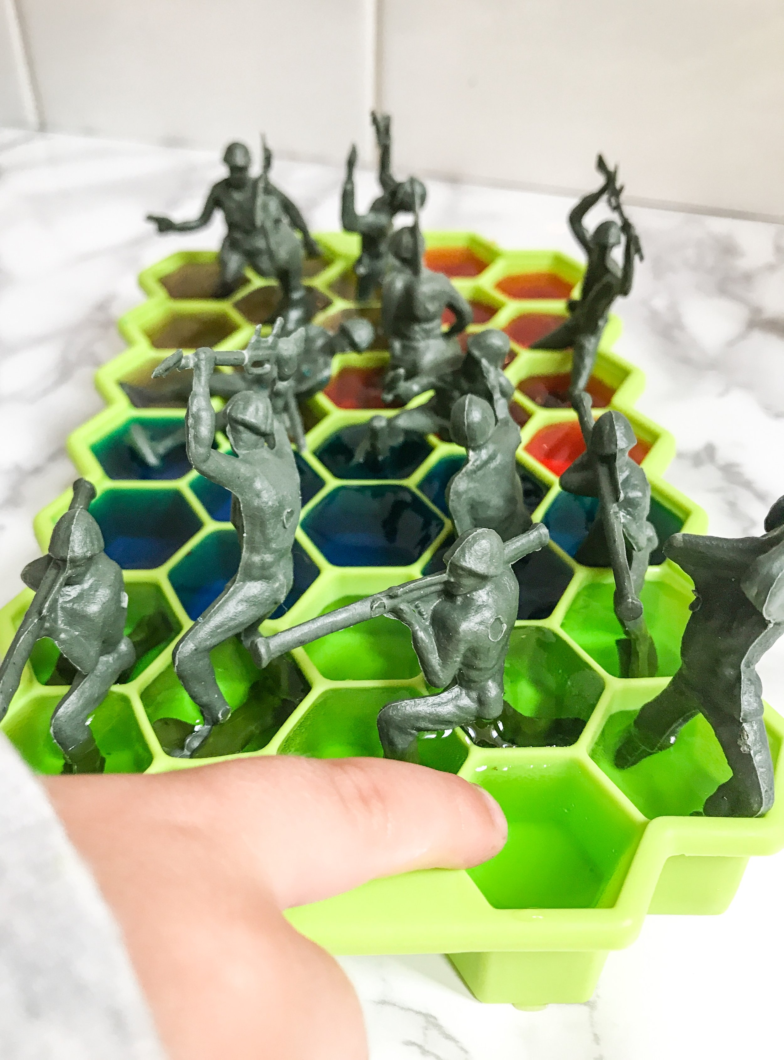 Rainbow Ice Army Men - How Ice Crystals Are Formed