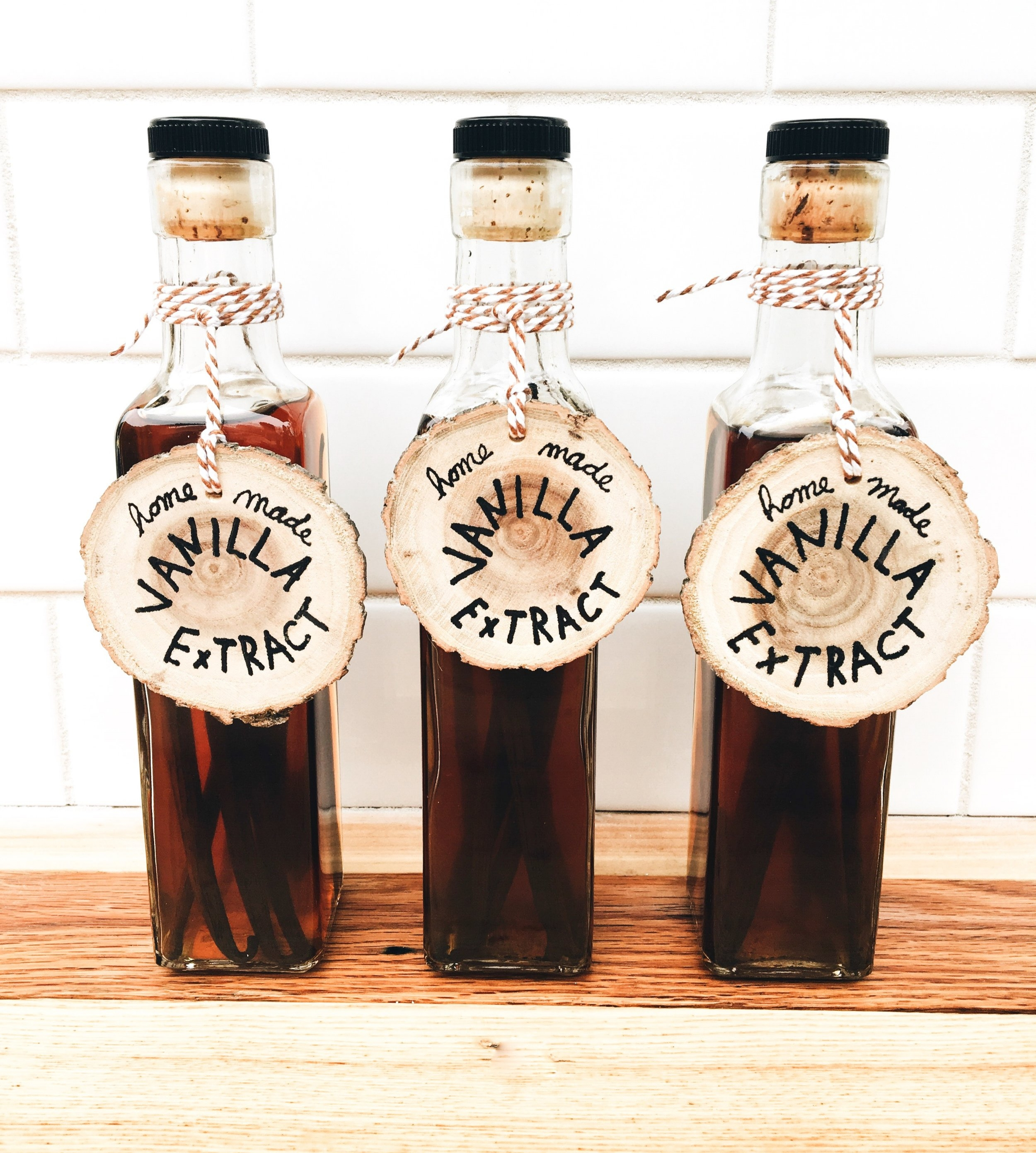 Homemade Gift Ideas For Those Who Love To Bake - How To Make Your Own Vanilla Bean Extract