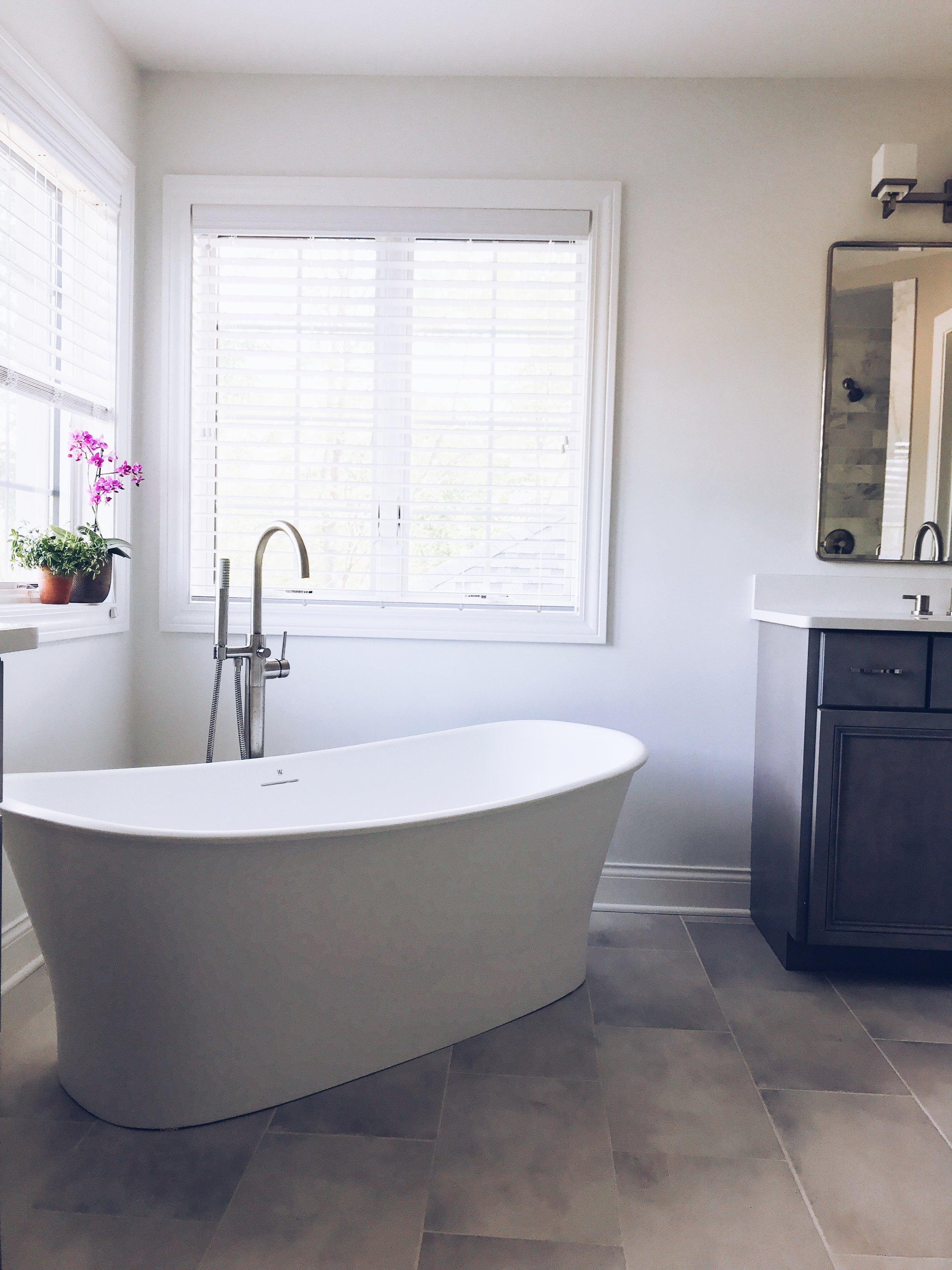 WETSTYLE Cloud Collection Freestanding Bathtub. White Modern Bathtub. Bath tub ideas. Soaking tubs. Contemporary Bathtub ideas. #wetstyle #sponsored #contemporary #modern #freestanding #bathtub