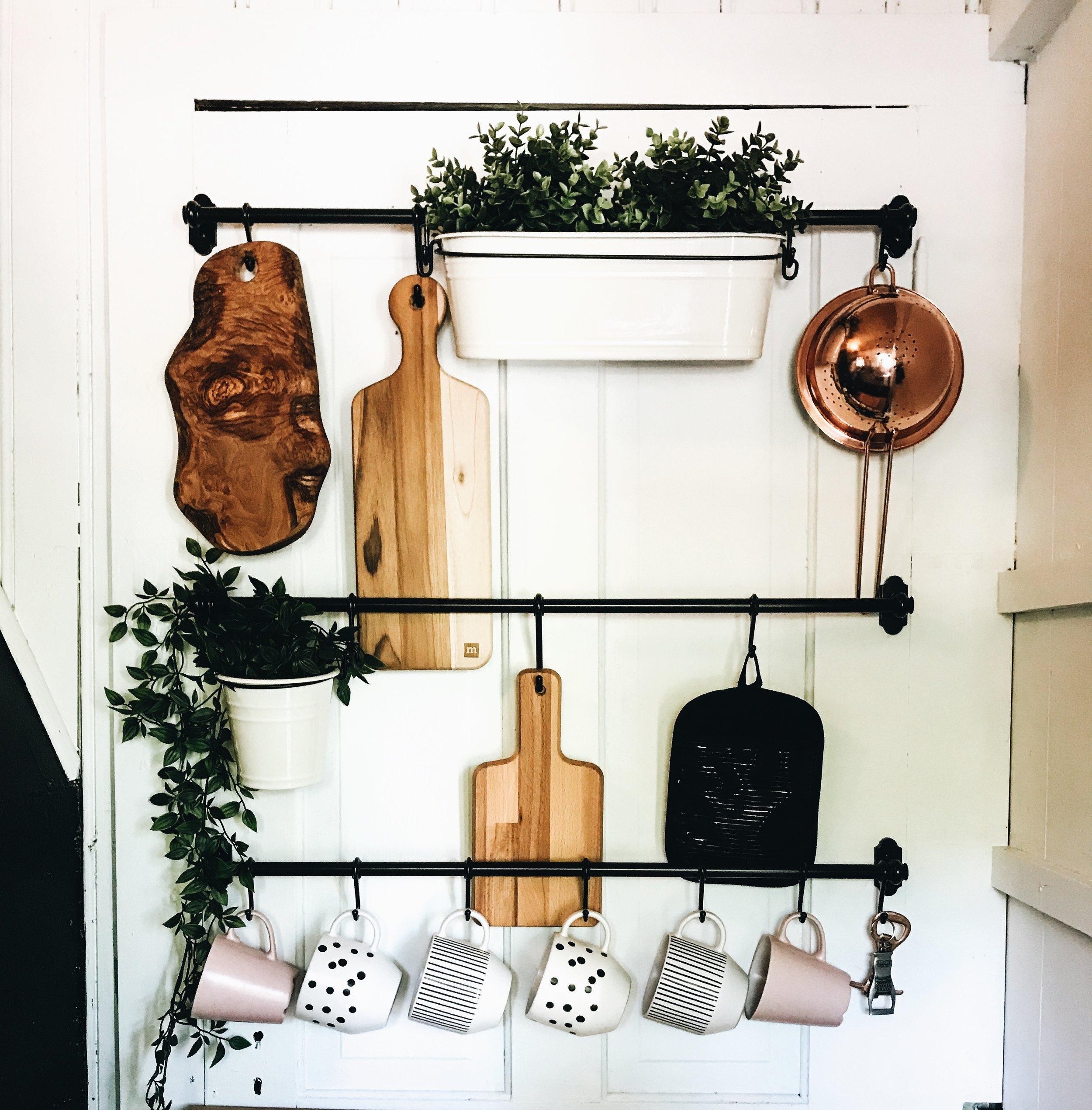 Lake house kitchen decor ideas. Mug hooks for lake house. Kitchen decor for summer home.