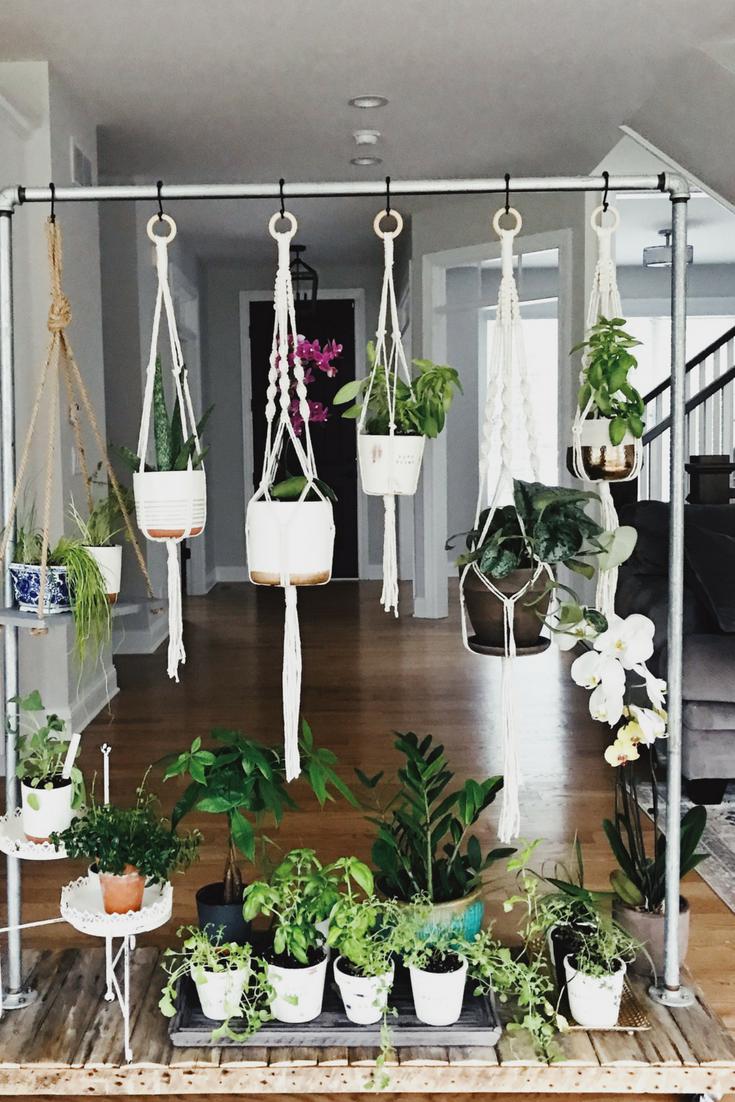 DIY Rolling Herb Garden. Best indoor house plants. #herbgarden #houseplants