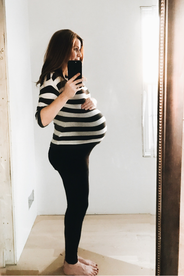 Bump Photo Ideas. Pictures to take while pregnant. Baby bump photos. #baby #bump #photo #ideas