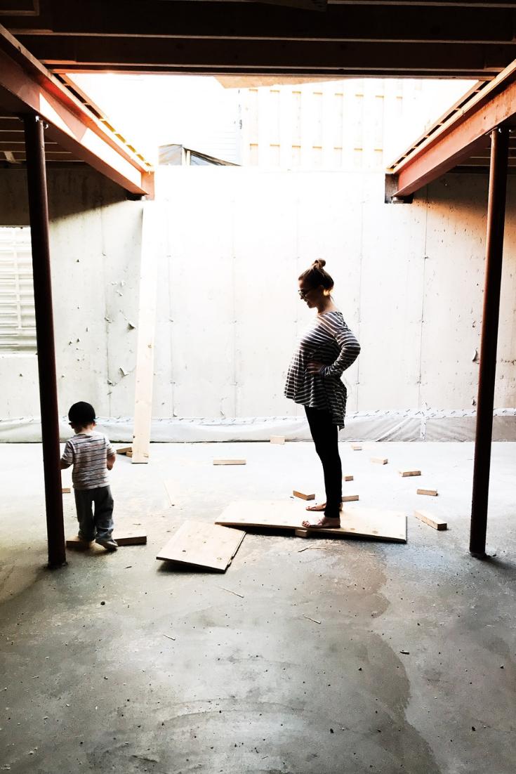 Bump photo ideas while building a new home. Pregnancy photo ideas. Bump photos while pregnant. #baby #bump #maternity #photo #ideas