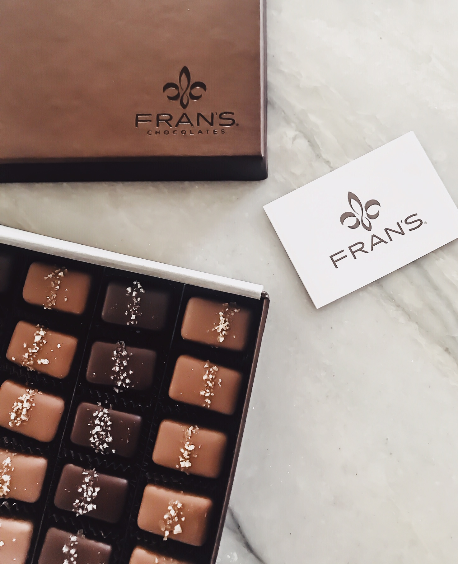 Fran's Chocolates. Salted Caramels. Tips For Hosting During The Holidays. How To Create A Memorable Experience For Your Guests At Your Home. ScentSicles instant Christmas Aroma, My/Mo Mochie Ice Cream desserts, Cinzano Prosecco Prosecco Bellini recipe, Fran's Chocolates, Salted caramels. #sponsored #ad #edcrepeatbboxx #holiday #ideas