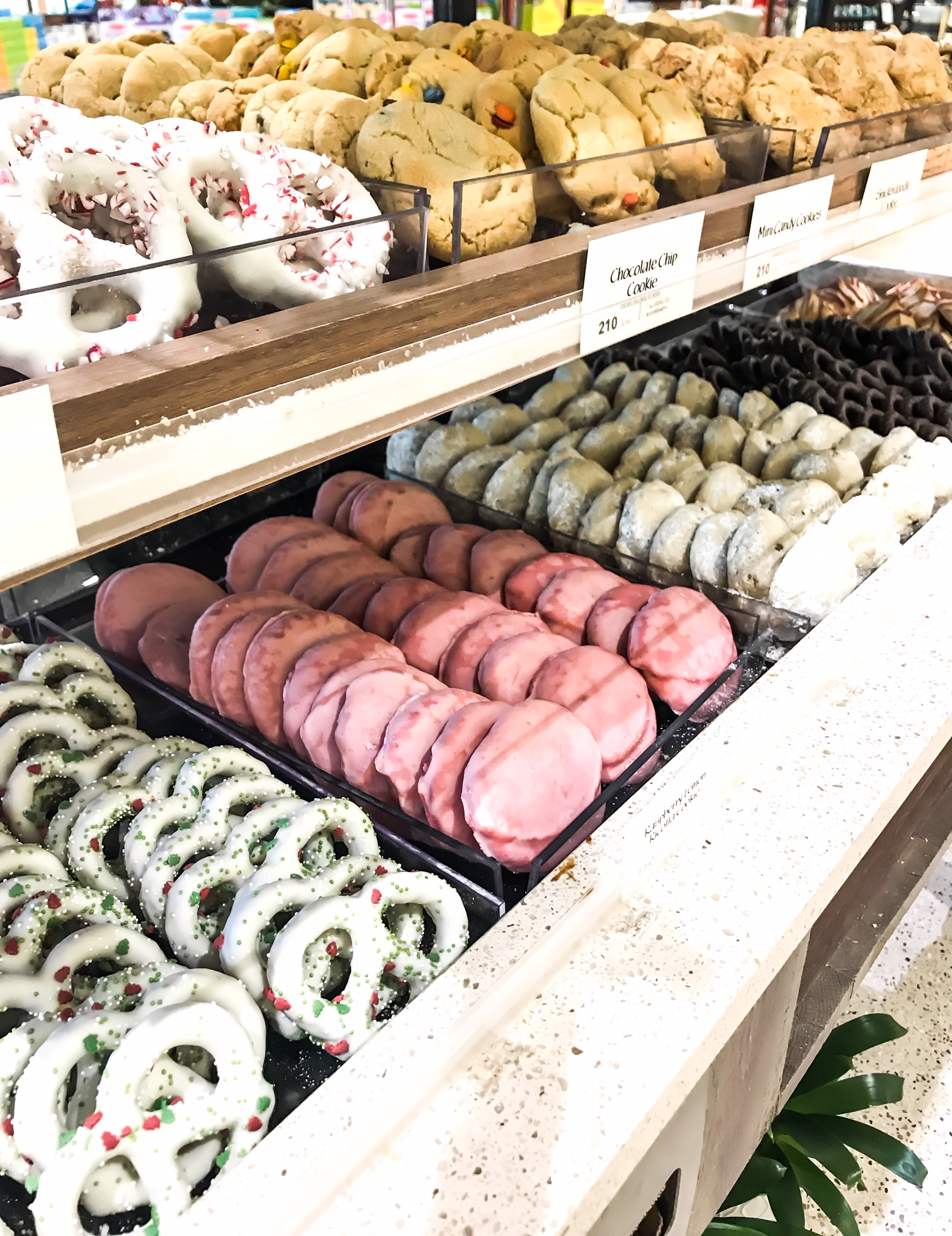 Cookie Display at Whole Foods Market. Holiday Cookie Tray. How To Have A Low Key Fancy New Year's Eve At Home With Your Family. New Year's Eve ideas for kids. How to celebrate the new year at home. New Year's Eve With Kids. Shopping at Whole Foods Market For The Holidays. #sponsored #MakesMeWhole #LowKeyNYE #Whole #Foods