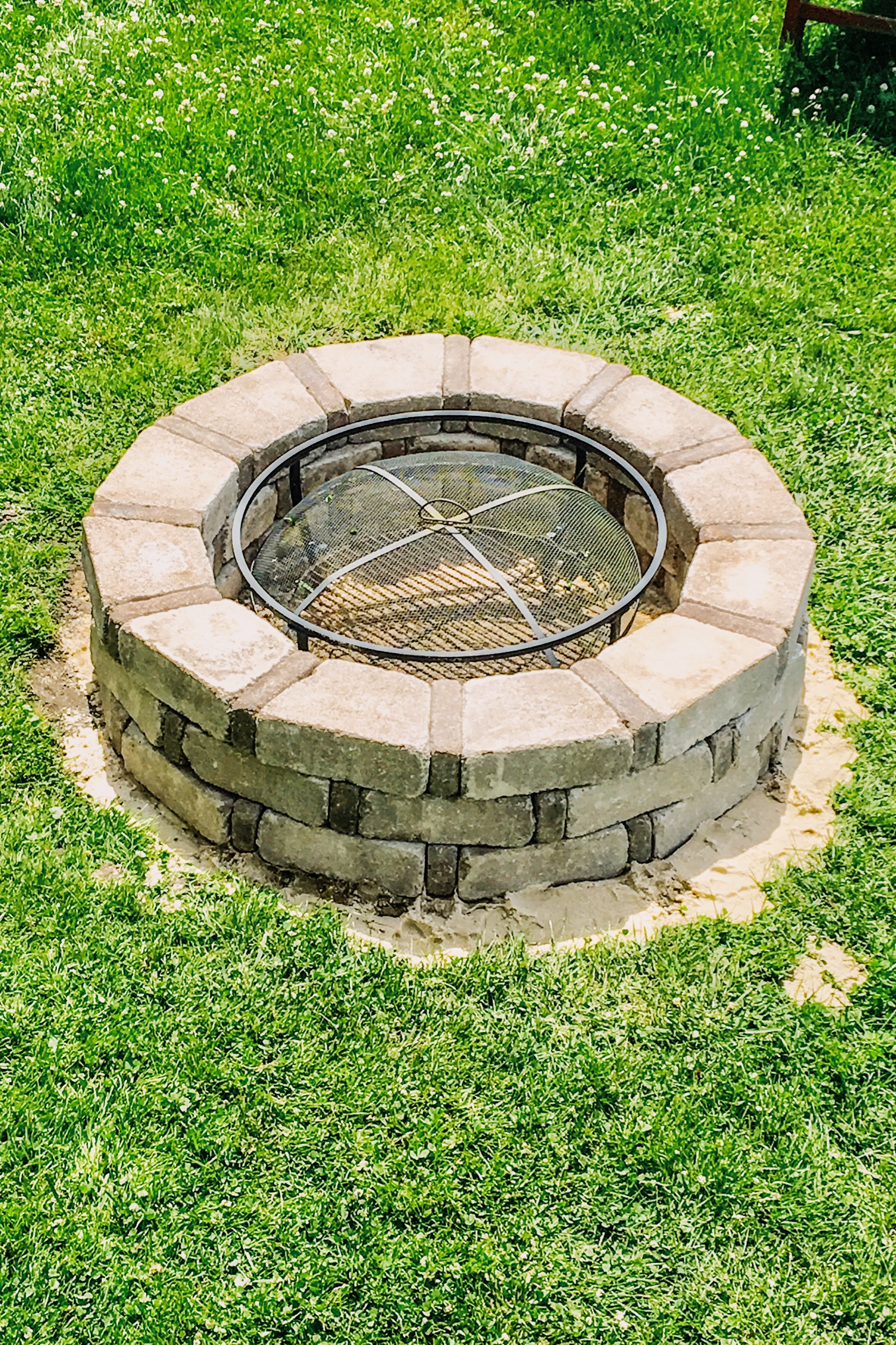 DIY Outdoor Fire Pit made from stone. How to make your own lake house fire pit for your backyard. How to build your own fire pit. How to build a fire pit for your yard. Fire pit ideas. Lake house fire pit. #DIY #firepit