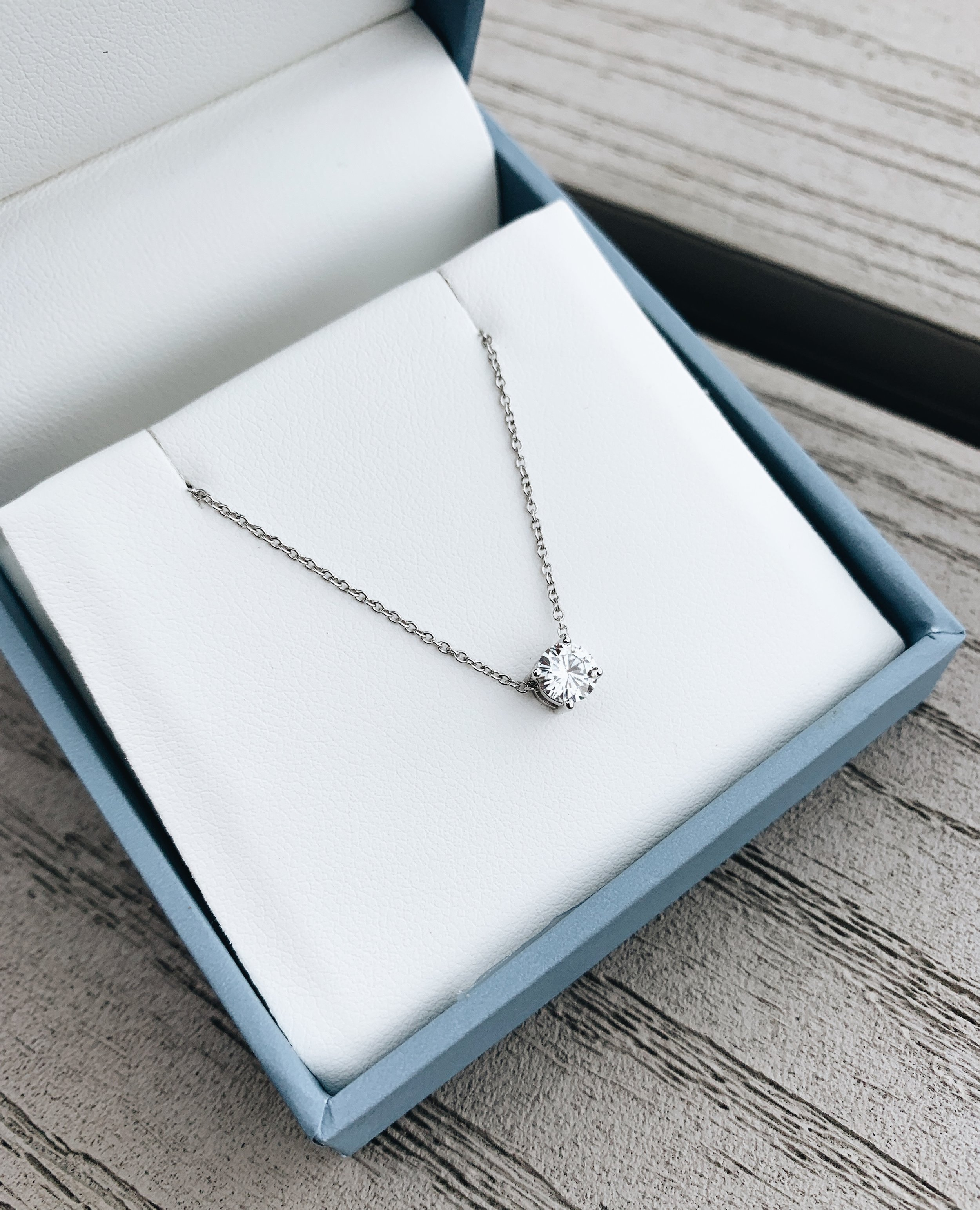 Charles & Colvard Forever One Pendant. Moissanite gem stone. Best gems for jewelry. Sustainable jewelry. Push gift for moms. Push present ideas. Gift ideas for mom. #sponsored #ad #CharlesColvard #Moissanite #gemstones #PickMeUpBBoxx