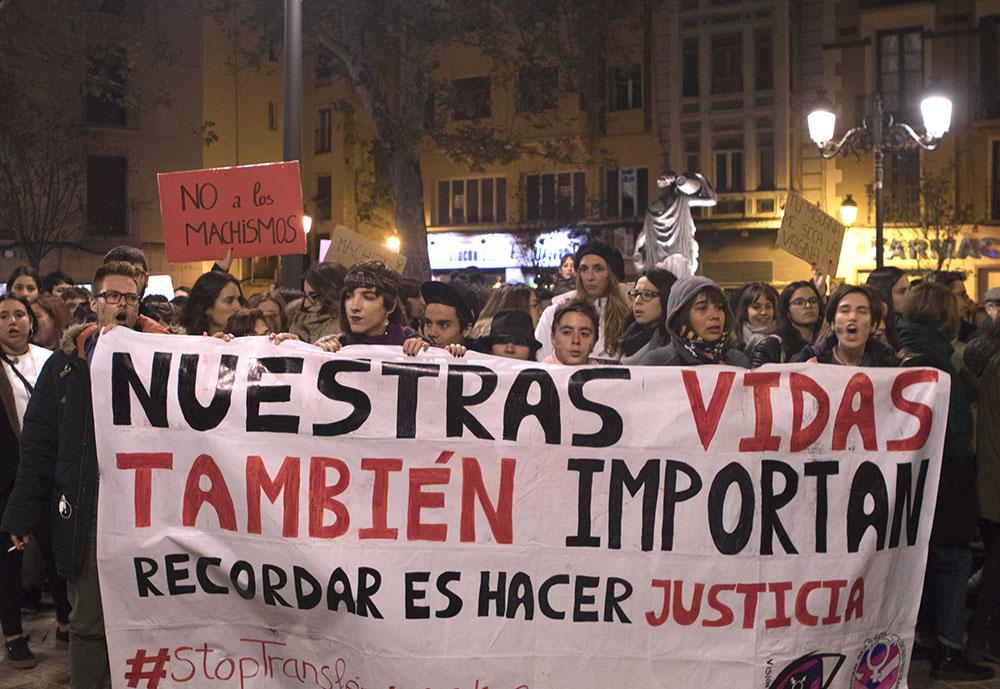 #STOPTRANSFEMINICIDIOS   Bloque transfeminista en la concentración contra las violencias machistas el 25N de 2017. Noviembre 2017 en Zaragoza. Foto: María Torres-Solanot