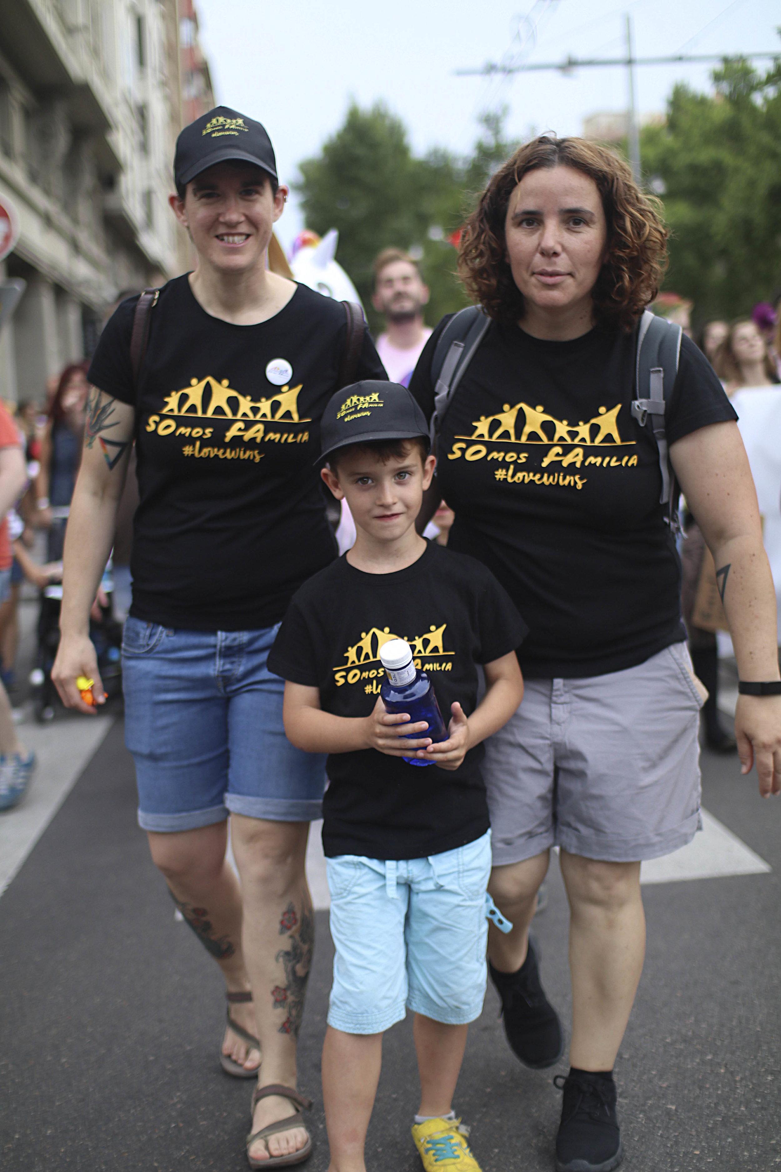 Madres lesbianas con su hijo en Zaragoza. SOMOS FAMILIA LGTB. Foto: María Torres-Solanot