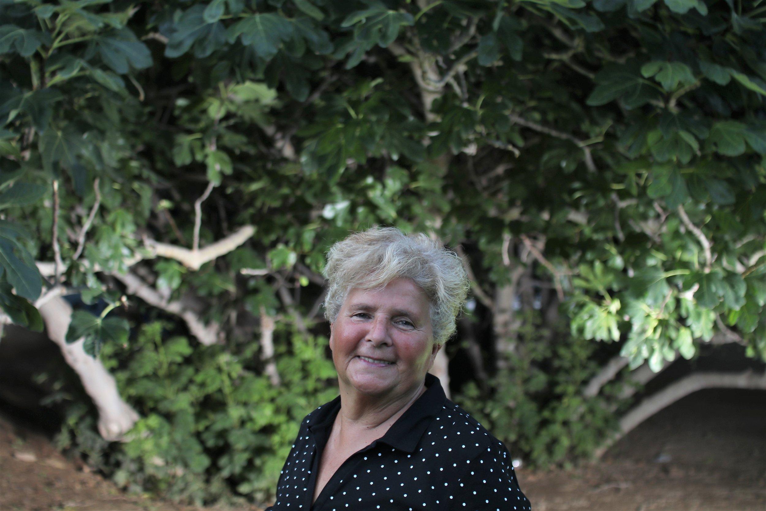 Conchi Arnal, profesora y pionera de la autodefensa feminista, y activista histórica LGTB, posando para DIVERSES MAGAZINE. Foto: Torres-Solanot
