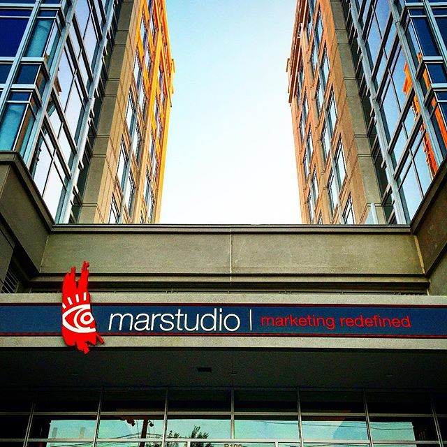 Leaving work. #coolbuilding #citysunset #iphone #waitingfordana #marstudioplus @marstudioplus