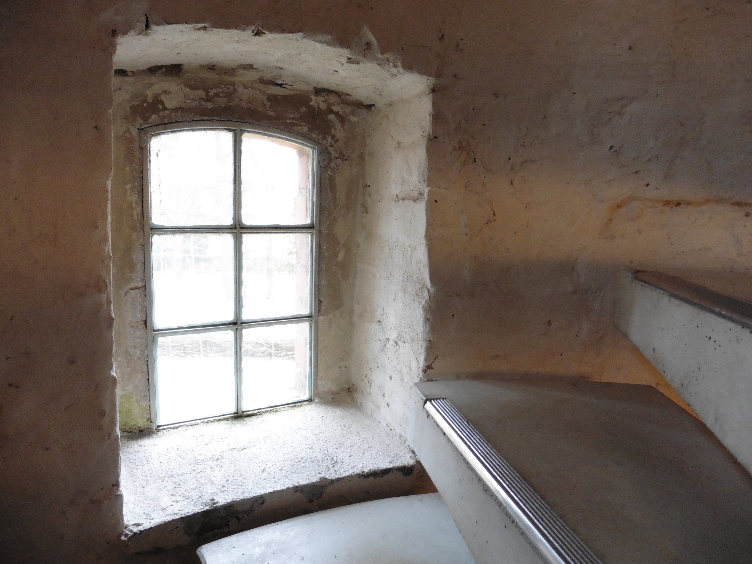 Treppenfenster_1_©BEWAHREN Ferienhaus eG P1020360.jpg