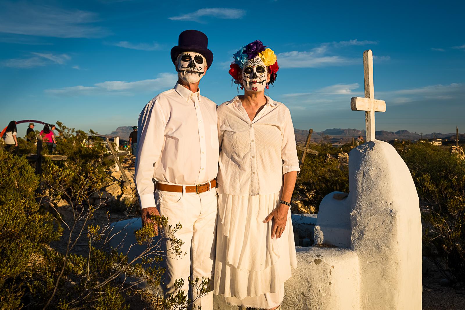 Terlingua_cemetery_couple.jpg