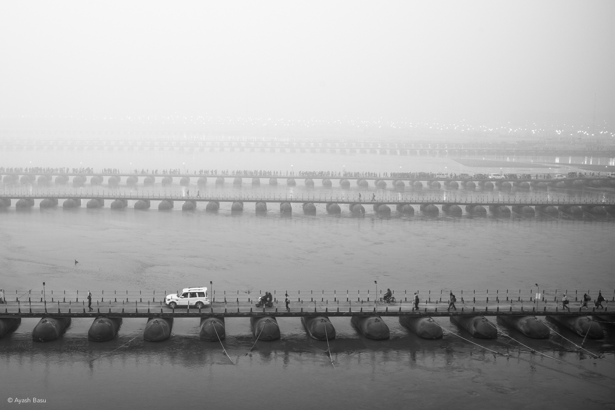 © Ayash Basu. 22 temporary pontoon bridges were built for 2019 Prayagraj Kumbh to ferry over 200 million pilgrims over the sacred rivers of Ganges and Yamuna.
