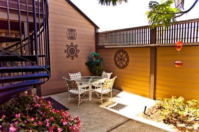 rachel-rabinor-bankers-hill-psychotherapy-office-patio.jpg