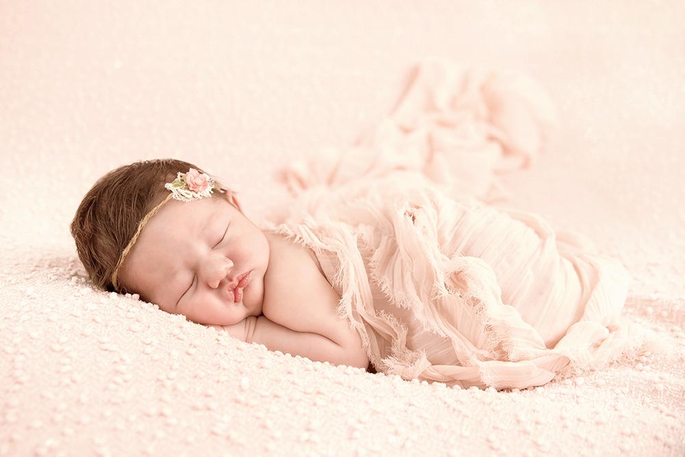 Farrah Newborn15.jpg