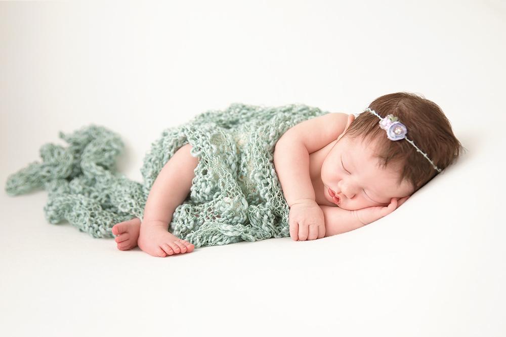 Farrah Newborn56.jpg