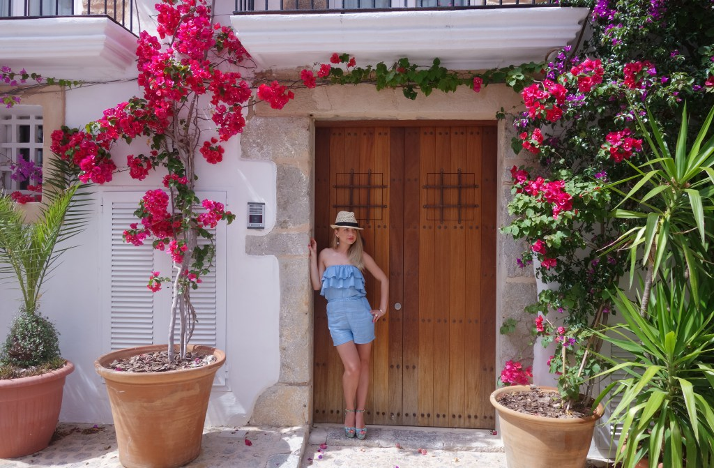 fashion blogger daily lifestyle stylist evelina from the UK