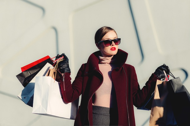 how to avoid overspending on clothes