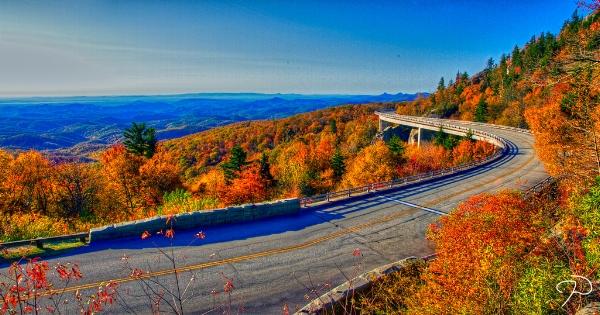 Blue Ridge Parkway. Photo credit: Jim Dollar/ viaduct panorama tm