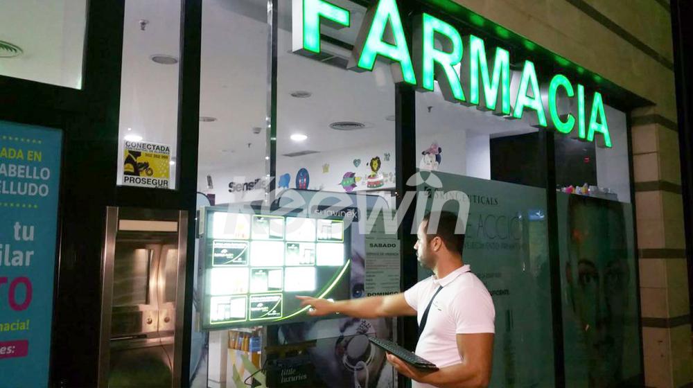 43 inch High Brightness Digital Signage - 2500nits   Spain - Farmacia