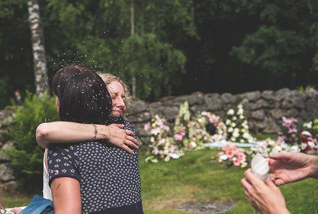 Ett välriktat riskast rakt i ansiktet på bruden.  #Bröllop2017 #bröllopsdag #bröllopsfoto #bröllopsinspiration #bröllopsfotograf #bröllopsinspo #bröllopsdetaljer #bröllop2018 #nordiskabröllop #wayupnorth #bröllopsfotografering #borås #fujifilmxt2 #fujifilmx #fujifilmnordic #fujifilm_xseries #fujilove #fujifeed #weddingportrait #weddingportraits #junebugweddings #portraitmood #portraits_ig #natureportrait #portraitperfection #fotografmaxnorin @fujifilmnordic @fujifilm_xseries @fujifilmglobal @_fujilove_