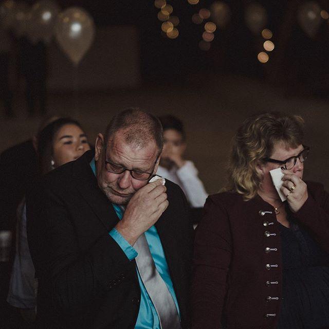 Känslor, känslor, känslor… Finns det något bättre än en vigsel där känslorna verkligen får komma fram?  X-T2 + 56 1,2  #Bröllop2017 #bröllopsdag #bröllopsfoto #bröllopsinspiration #bröllopsinspo #nordiskabrollop #wayupnorth #vigsel #bröllopsfotograf #bröllopsfotografering #borås #fujifilmxt2 #fujifilmx #fujifilmnordic #fujifilm_xseries #fujilove #fujifeed #weddingportrait #weddingportraits #junebugweddings #portraitmood #portraits_ig #natureportrait #portraitperfection #fotografmaxnorin @fujifilmnordic @fujifilm_xseries @fujifilmglobal @_fujilove_