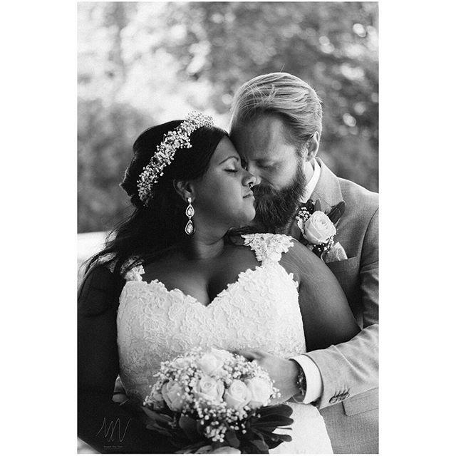 Kärleken mellan dessa två alltså.  X-T2 + Xf 50/2  #bröllop2018 #bröllopsdag #bröllopsfoto #bröllopsinspiration #bröllopsfotograf #bröllopsfotografering #nordiskabrollop #borås #fujifilmxt2 #fujifilmx #fujifilmnordic #fujifilm_xseries #fujilove #fujifeed #weddingportrait #weddingportraits #junebugweddings #portraitmood #portraits_ig #natureportrait #portraitperfection #fotografmaxnorin @fujifilmnordic @fujifilm_xseries @fujifilmglobal @_fujilove_
