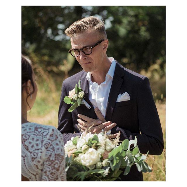 När du ser din blivande fru och bara vet att kärleken är 1000% äkta.  X-T2 med 50 f/2.  #Bröllop2018 #bröllopsdag #bröllopsfoto #bröllopsinspiration #bröllopsfotograf #bröllopsfotografering #borås #fujifilmxt2 #fujifilmx #fujifilmnordic #fujifilm_xseries #fujilove #fujifeed #weddingportrait #weddingportraits #junebugweddings #portraitmood #portraits_ig #natureportrait #portraitperfection #fotografmaxnorin #nordiskabrollop #wayupnorth @fujifilmnordic @fujifilm_xseries @fujifilmglobal @_fujilove_ @wayupnorth