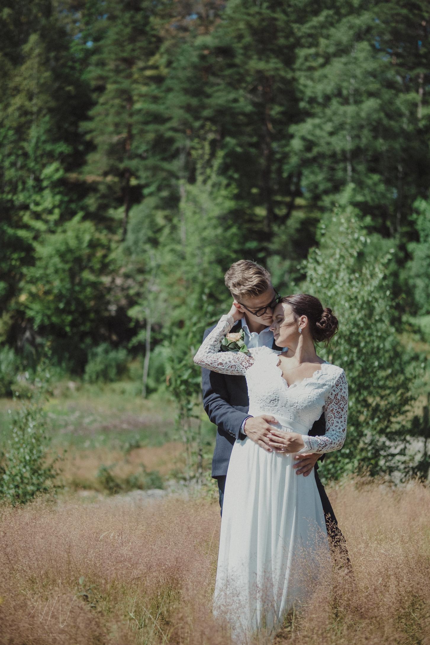 Er kärlek, min inspiration - Att dokumentera kärlek är en ynnest. Att få vara där under de magiska ögonblicken när kärleken blixtrar. Titta på de bröllop jag fotat genom att klicka här:Läs mer ➝