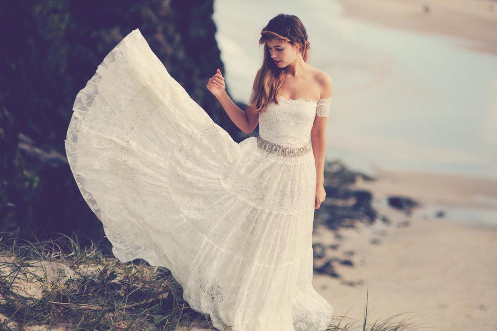 Bohemiskt klänningar och hårsmycken