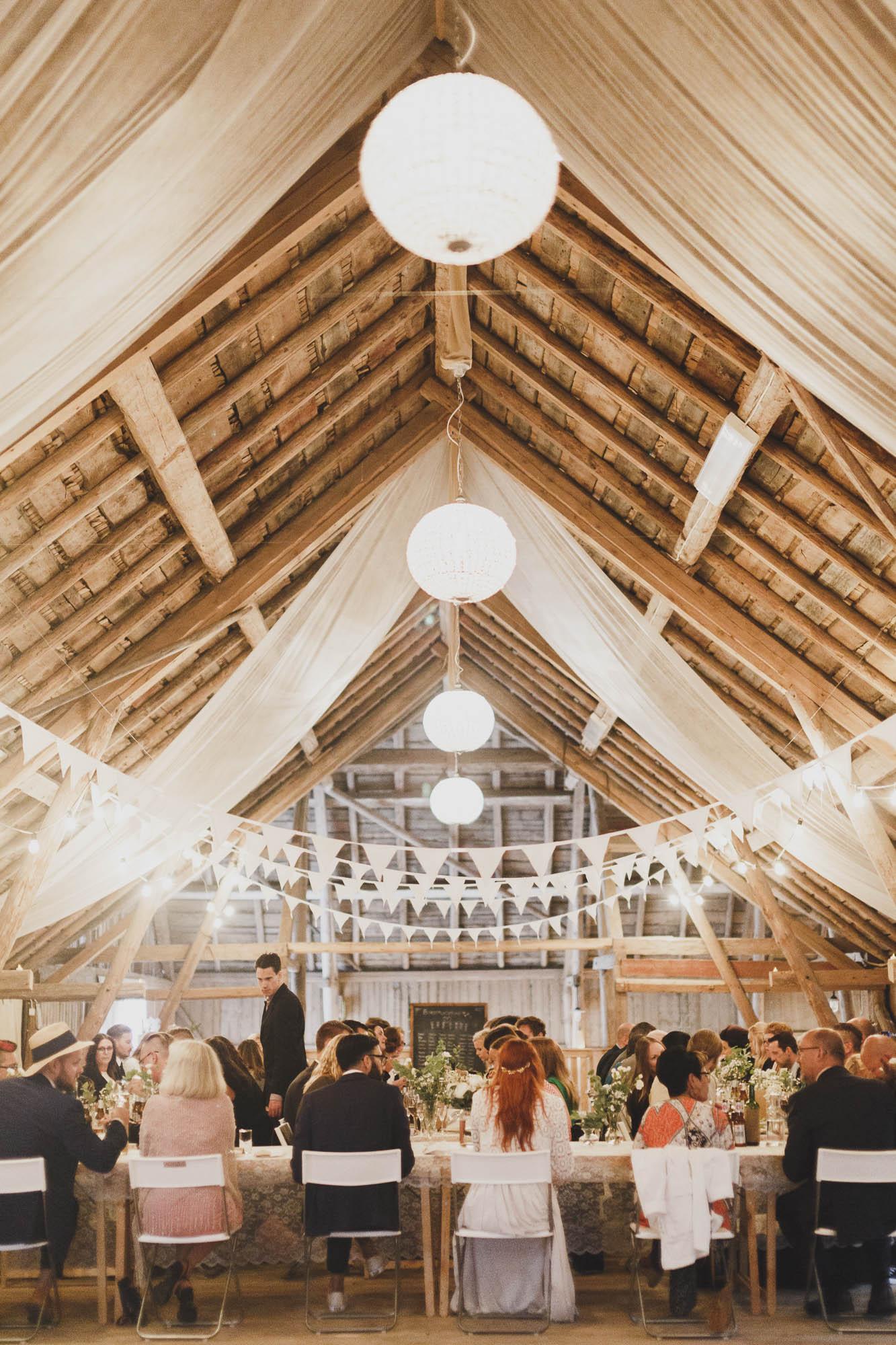c0b36ecd328 Avslappnat bröllop med ladufest: Hanna och Walti