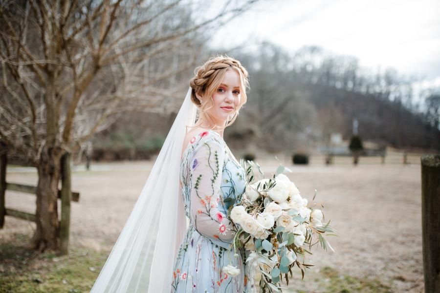 Bröllop+klänning+brudbukett