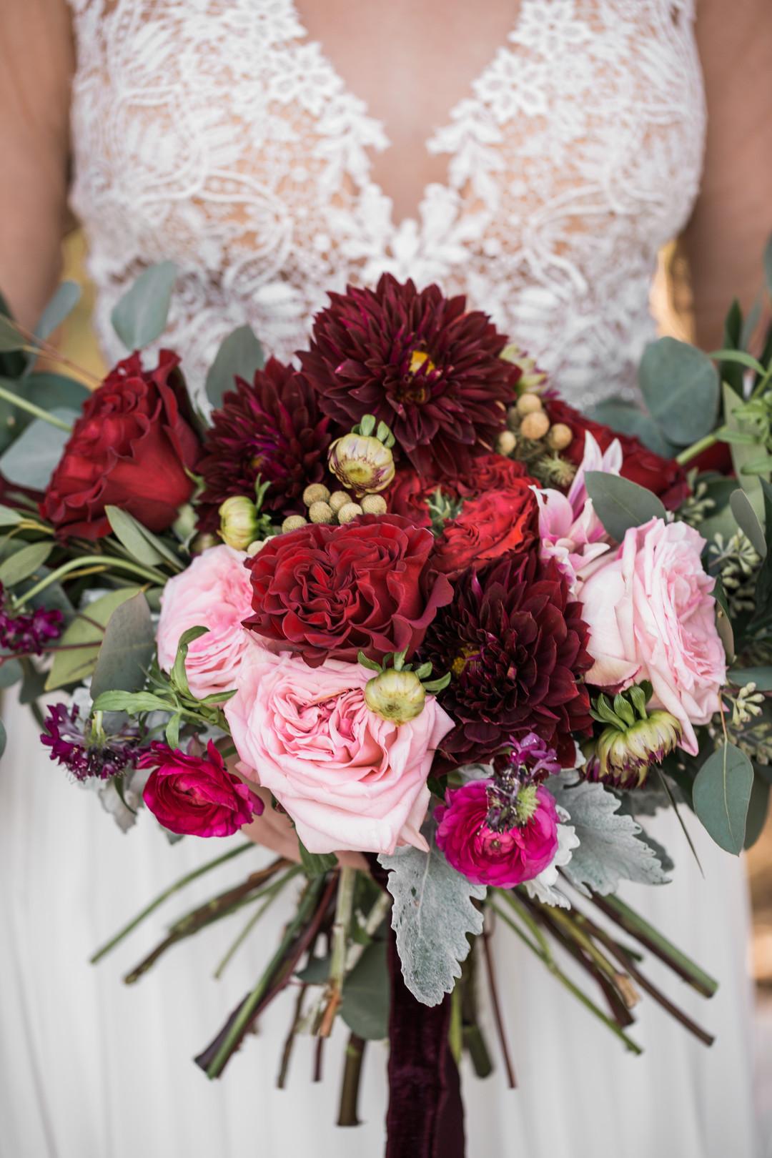 bröllop+klänning+rustikt+elopement+brudbukett