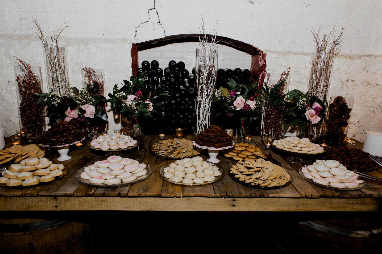 bröllop+elegant+rustikt+dukning+bakelser
