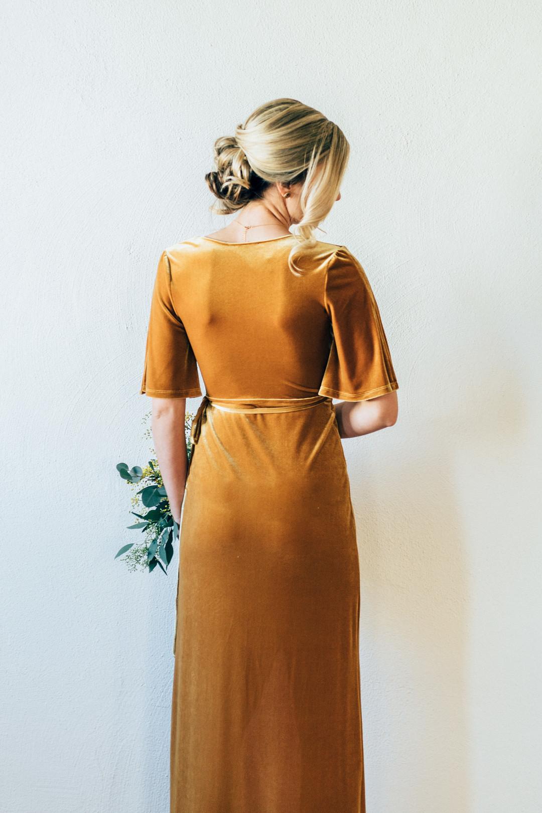 senapsgul klänning