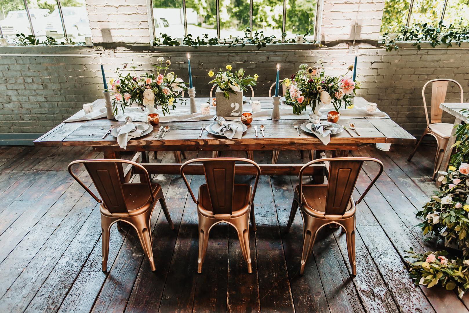 bröllop+industriellt+boho+dukning