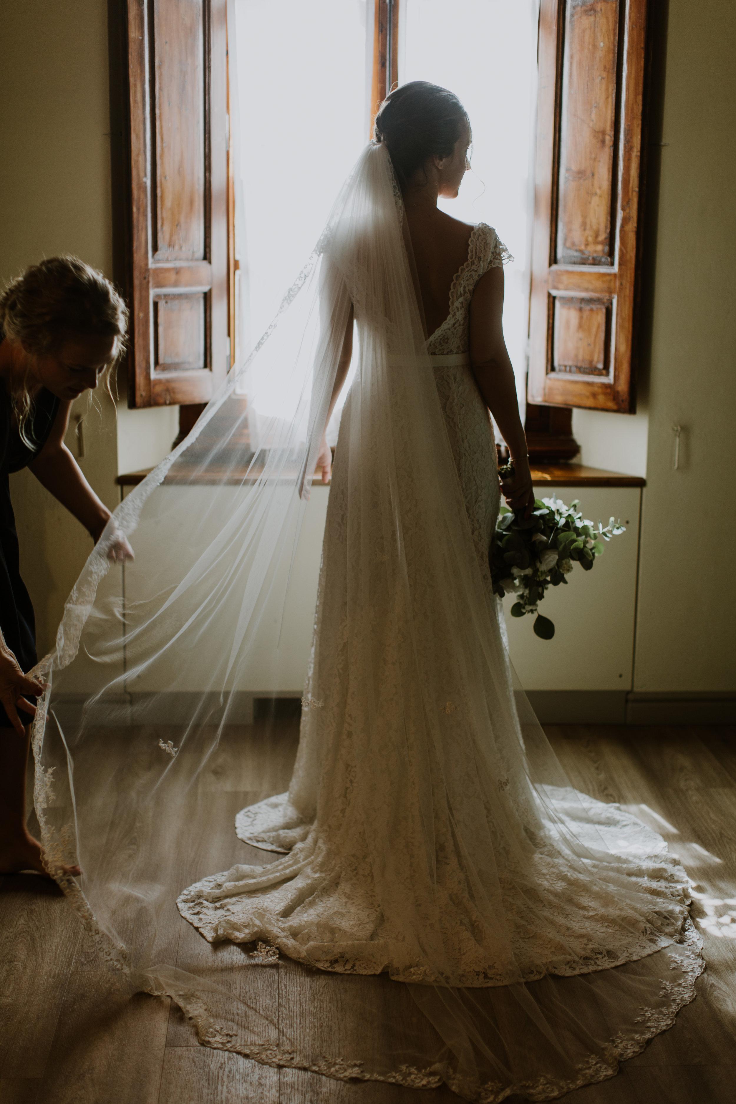 brudklänning med släp