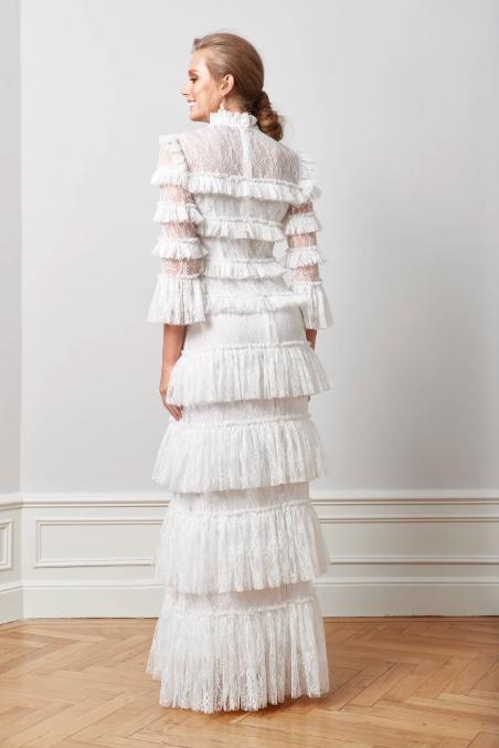 Brudklänning med spetsfransar , By Malina