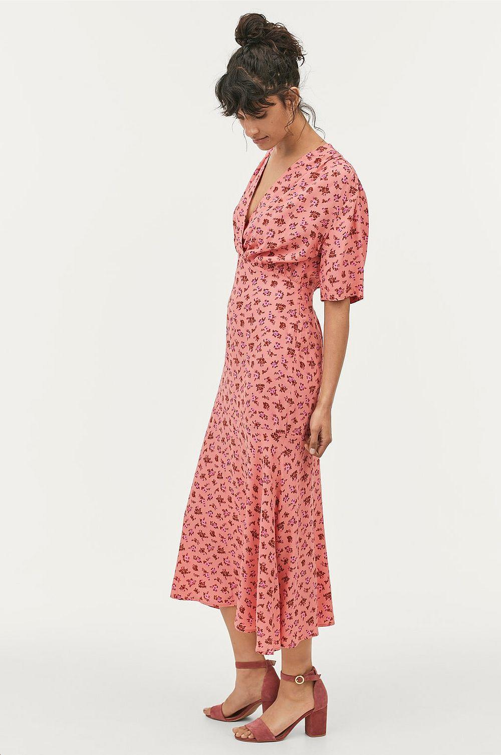 Rosa klänning , Ellos