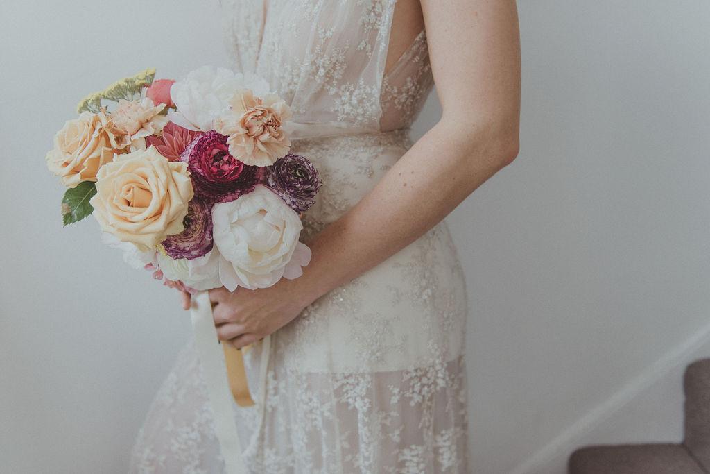 Brudklänning håruppsättning bröllop