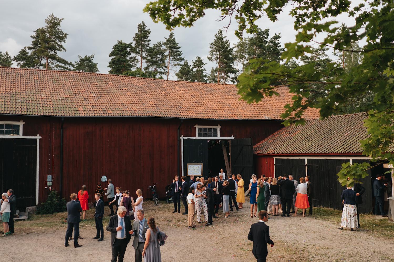 Lantlig festlokal bröllop