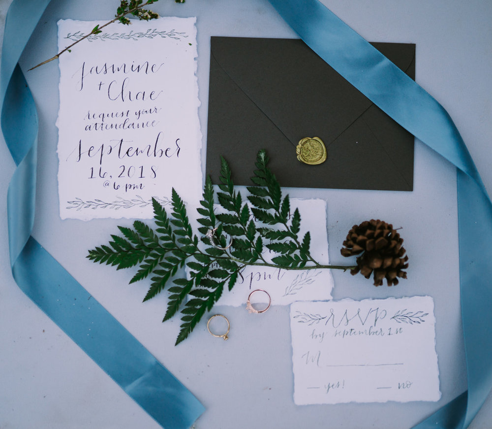 Fotograf:  Dan Bushkin Photography . Kalligrafi:  Lovely Letter Collection .