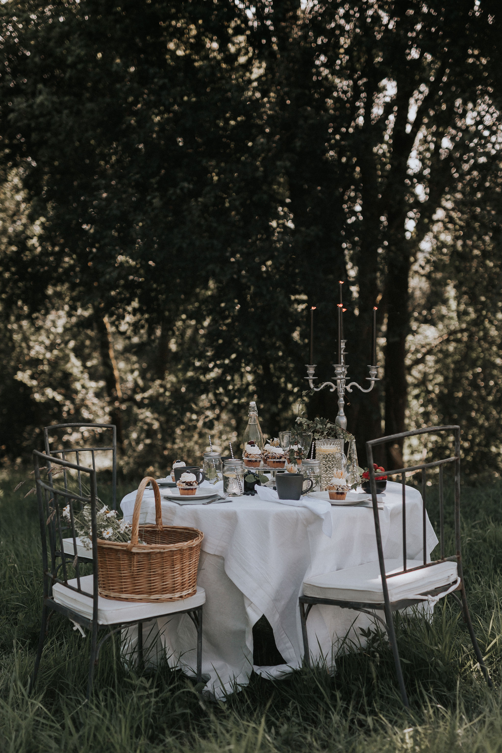 This is Our Idea of An At Home Wedding! | Tält bröllop