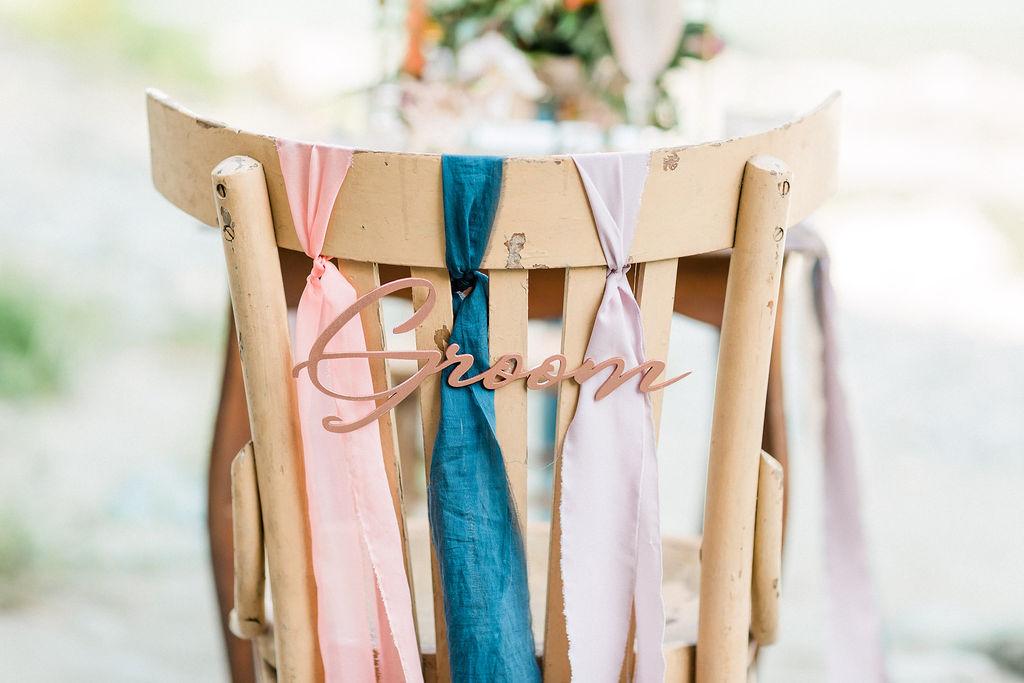 Dekorationer på stolar bröllop
